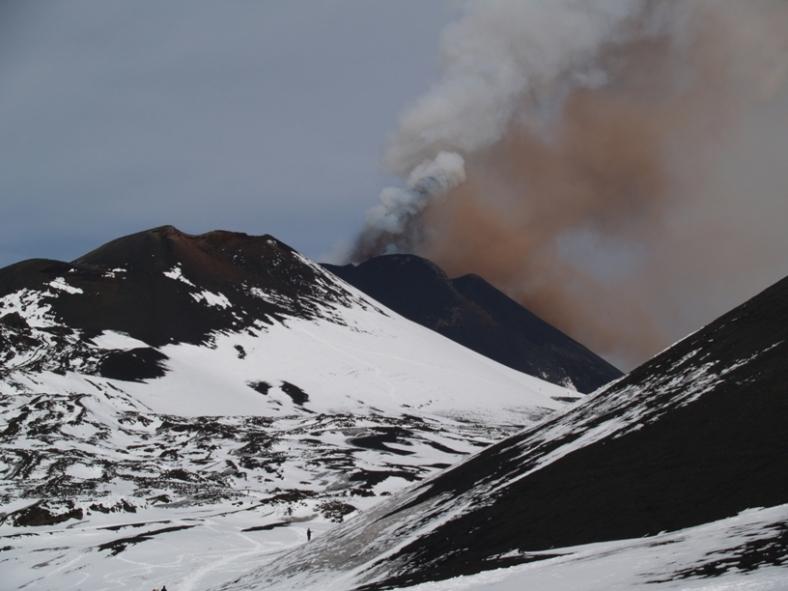 От вулкана Етна излиза пушек