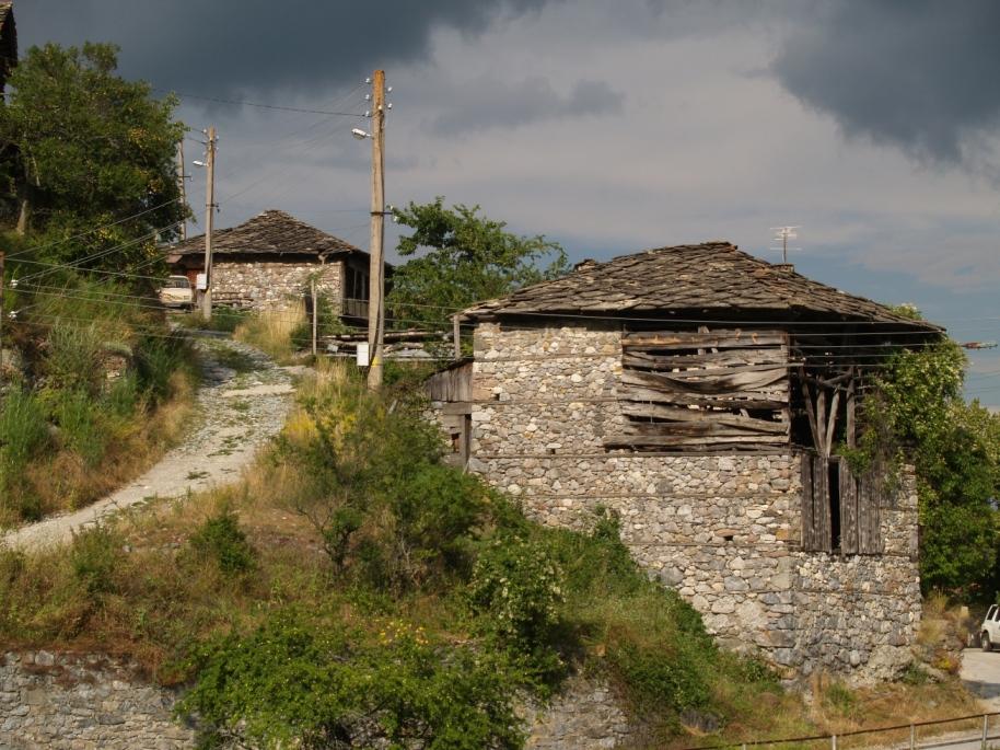 Стари каменни къщи в село Орехово